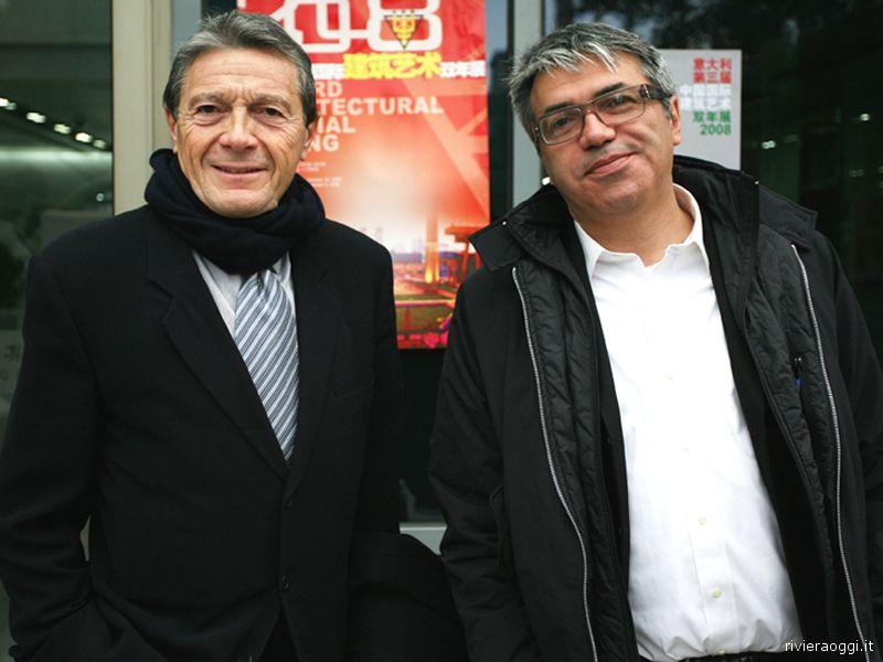 Enzo Eusebi, a destra, con l'architetto Dante Benini, a Pechino per la Biennale dell'Architettura